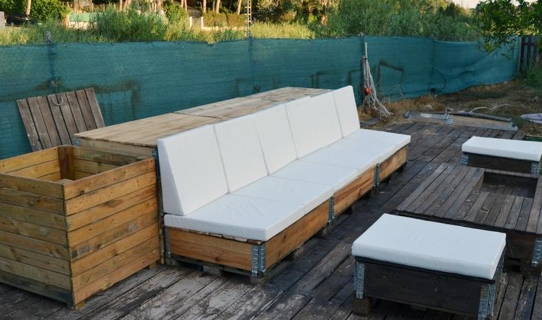 Un sof para tu terraza fabricado con palets 100 diy for Sofa baul terraza